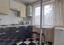 Продажа 2 комнатной квартиры в центре Алушты - Крым  недвижимость Алушта купить 2 комнатной квартиры в центре Алушты ул. 50 лет Октября.